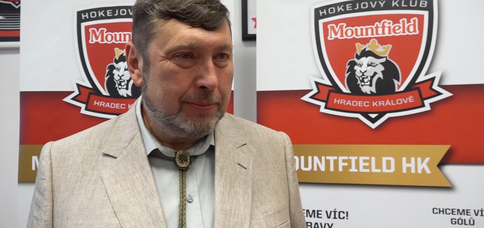 Prezident klubu Miroslav Schön představuje úsporná opatření